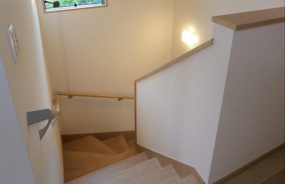 急勾配だった階段は段数を増やして緩やかになりました。リビングイン階段になり、2階へのアクセスがしやすくなりました