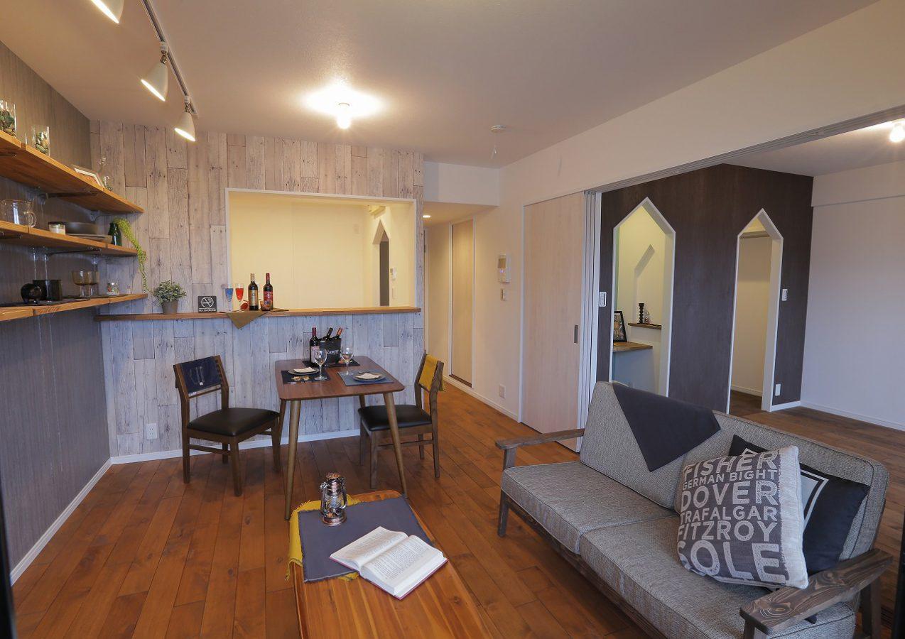 以前はリビングと和室という良くあるマンションの間取りを個性的なデザインで一新。