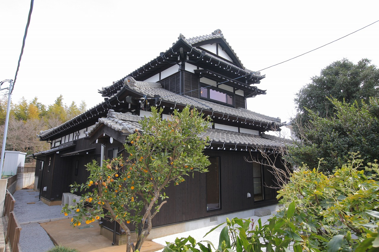 伝統的な日本家屋の風格ある佇まい