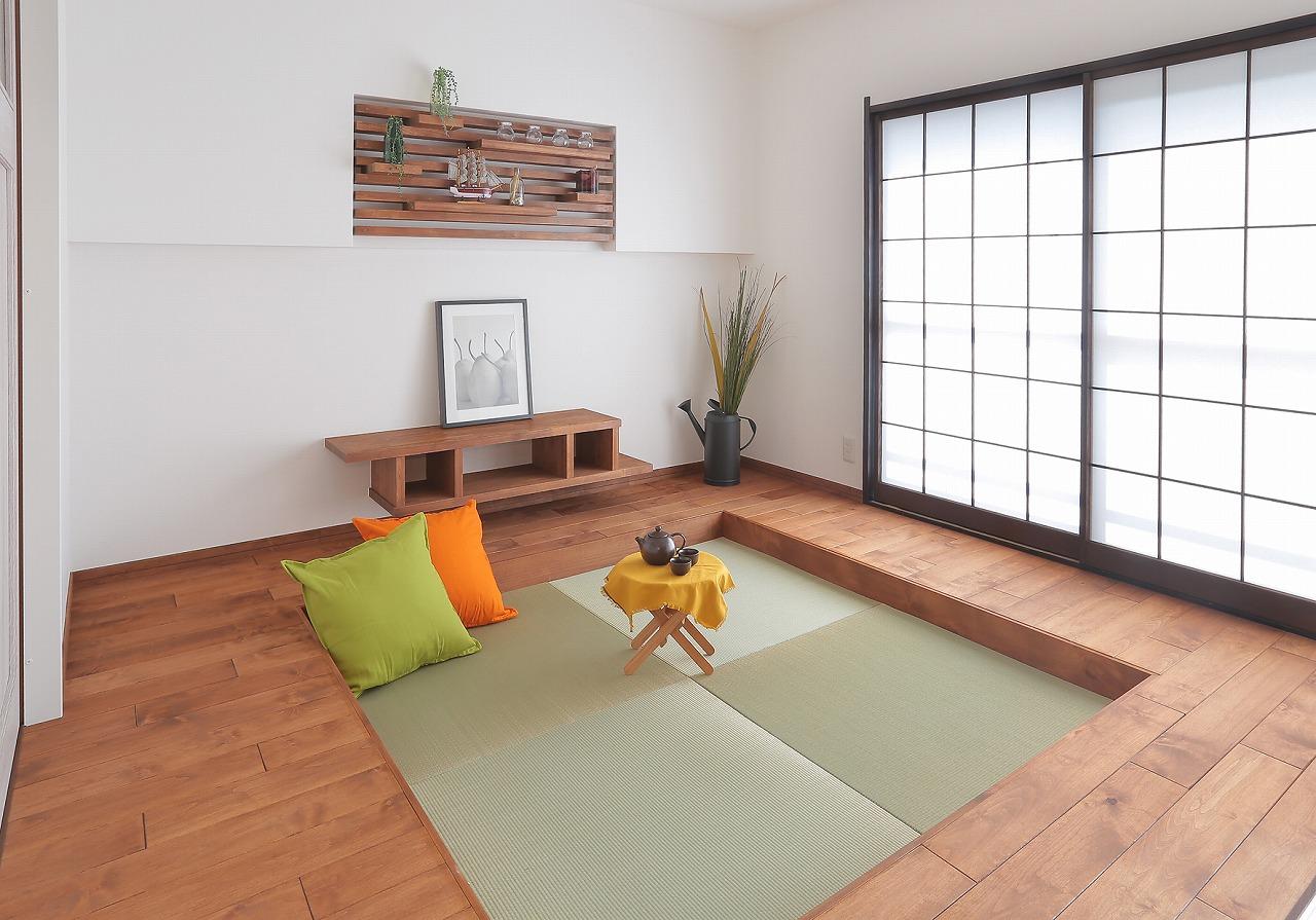 一段下がった畳床は、腰かけたり寝転んだりと居心地が抜群