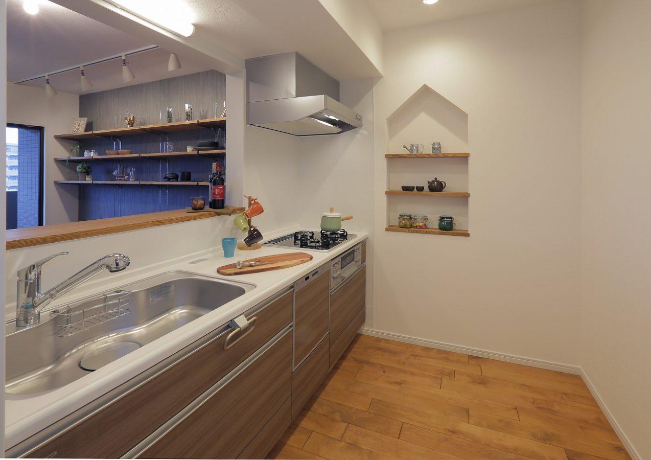 家型ニッチにはインテリアを飾ったり、スパイスラックとしても役割も。