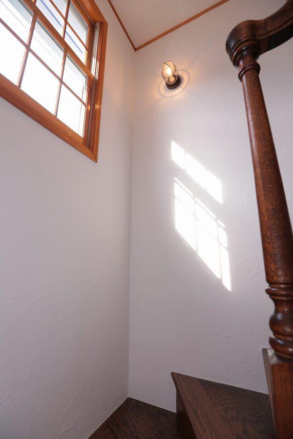 室内にもマリンランプを取り付けて、西海岸のコンセプトを意識