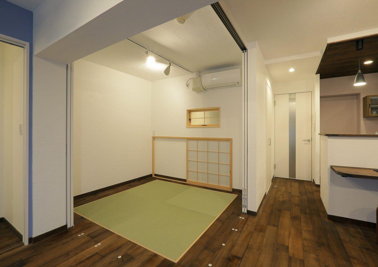 L字コーナーに間仕切建具を用いて和室は可変的に使用。普段は開放してリビングの一部に