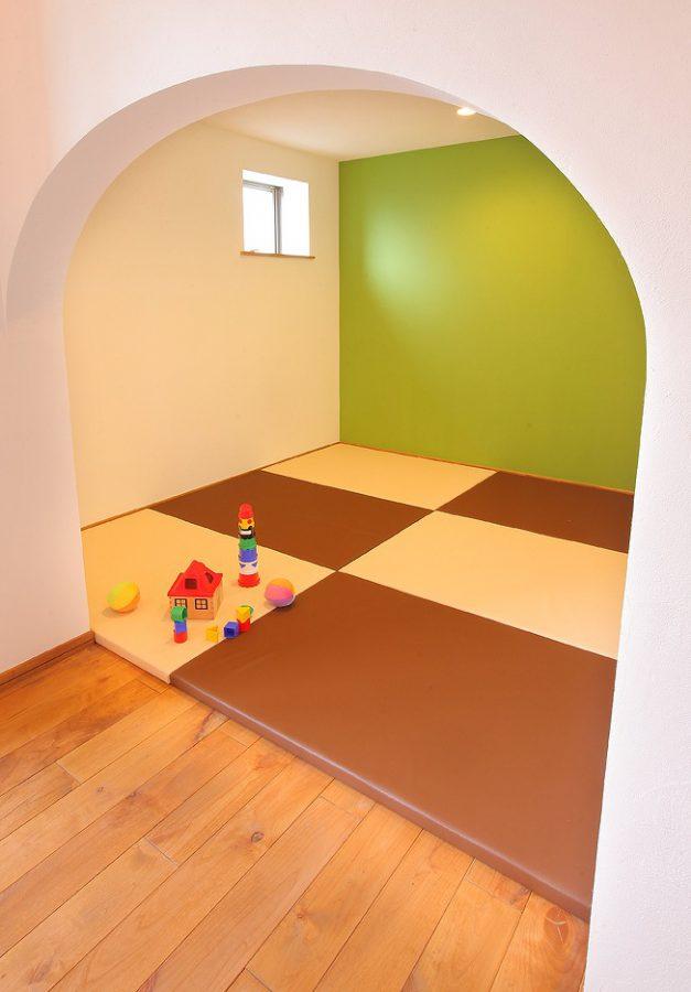 お子さまがいても安心のキッズスペース。お子さまたちも自然素材を体感できます