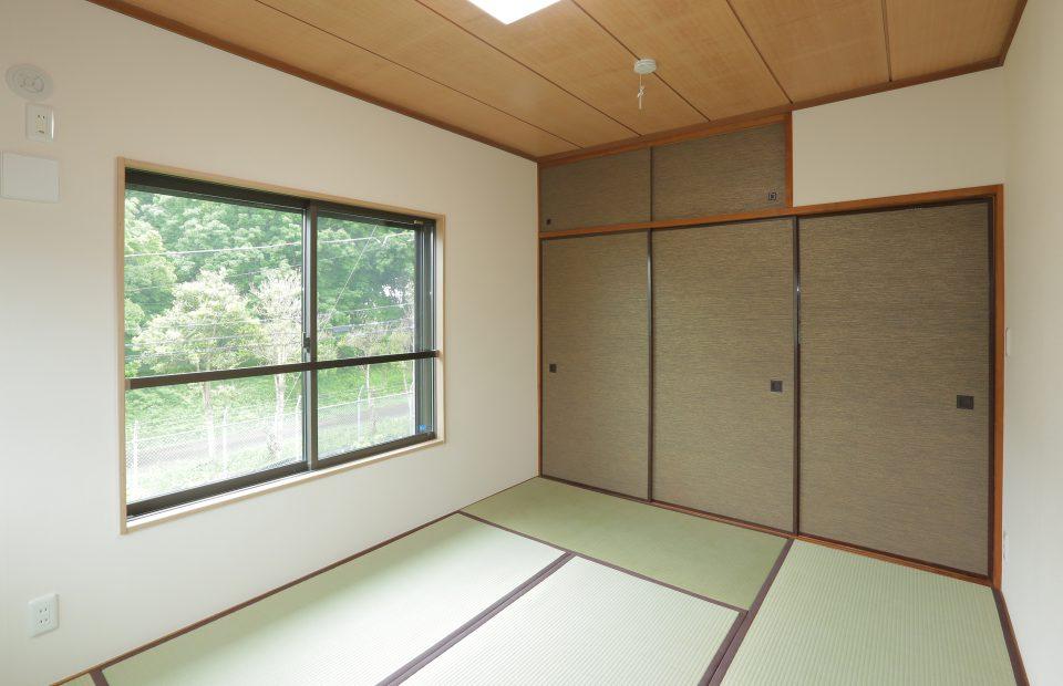 天井はそのままに畳や襖を張り替え。残すところとやり替えるところのバランスが大事です