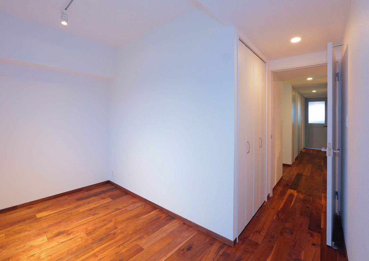 廊下続きの洋室。将来お嬢様のお部屋予定。彼女が近い未来、こちらをどんな自分色で染めてゆくか、とても楽しみです