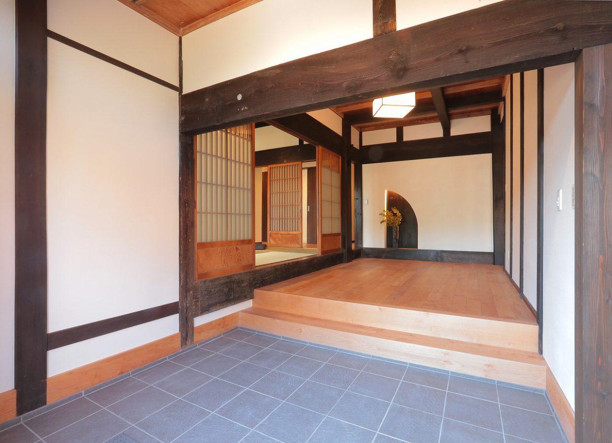 10帖以上ある玄関ホールは、もてなしの空間に仕上がりました。