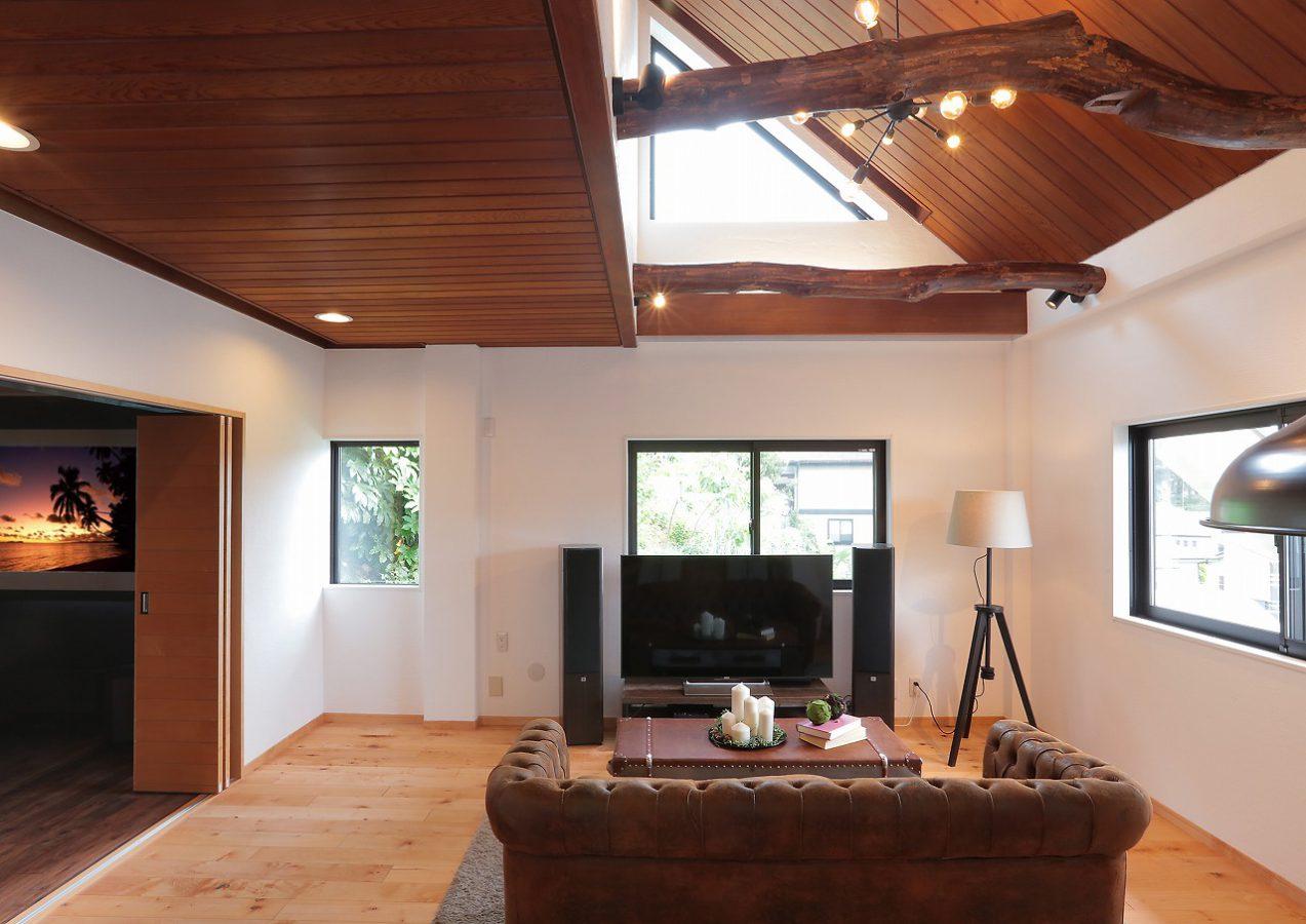 ダブルグレイズドの断熱窓と漆喰壁の効果により、大空間でも夏は涼しく、冬も暖かく過ごせます。