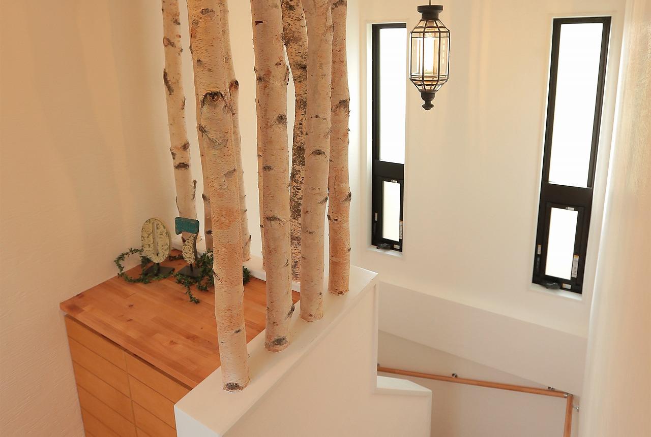まるで白樺の杜に辿り着いたかのよう、そんな上階へのアプローチがお待ちかね。