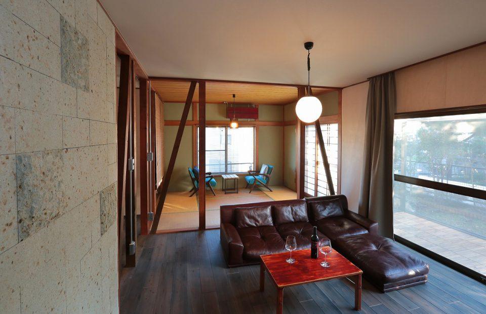 和室 リビングと和室の間の壁は解体し柱と筋交いを表しにするとひとつながりの空間に。