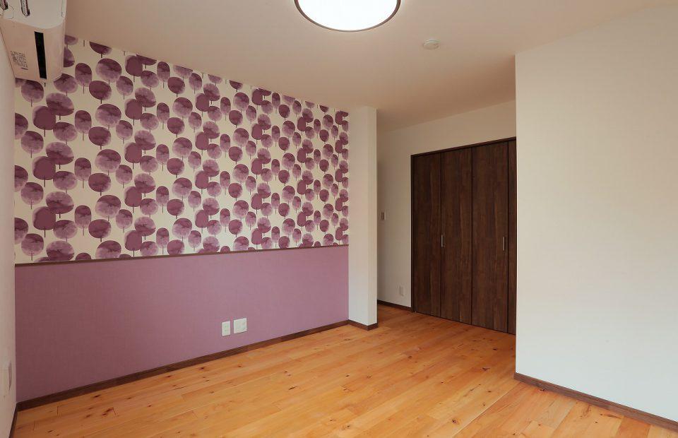 奥様のセンスが光る壁紙です。可愛らしい空間に仕上がってます。