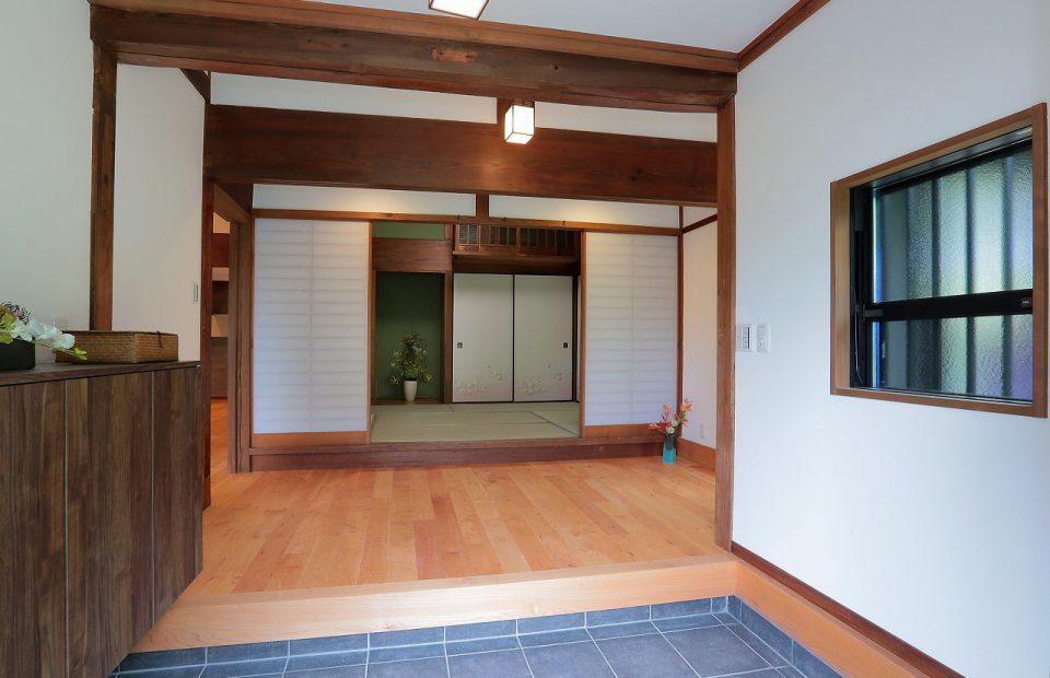 格式高い趣が漂う、広い玄関。