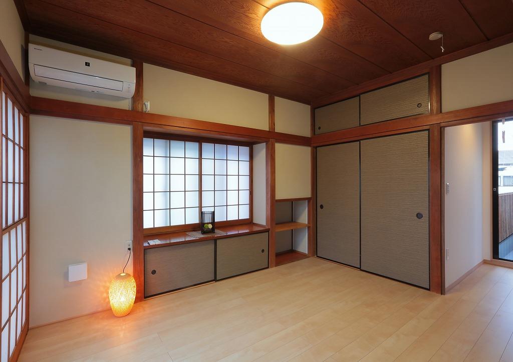 襖続きだったもう一つの和室はフローリングに貼替え洋室に。寝室としても書斎としても使用できる便利なお部屋となりました。