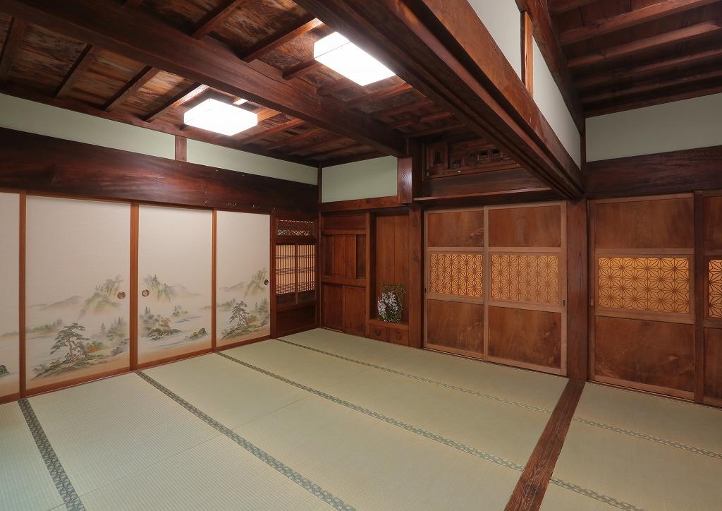 木の建具はあえてそのまま残すことで、重厚感を損なわず新旧の調和が美しい和室になりました