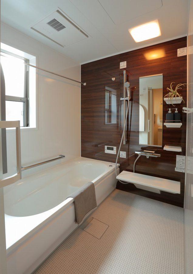 冬の寒さが特に厳しかったお風呂場は最新設備でいつでも温かく。ヒートショックを防ぐための大事な改修です